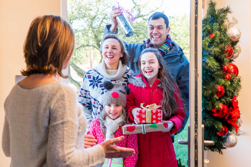 4 Ways your family can give back this holiday season